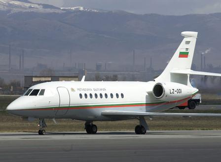 Правителството купува нов самолет