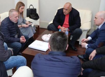 И българската прокуратура разследва убийството на фена на