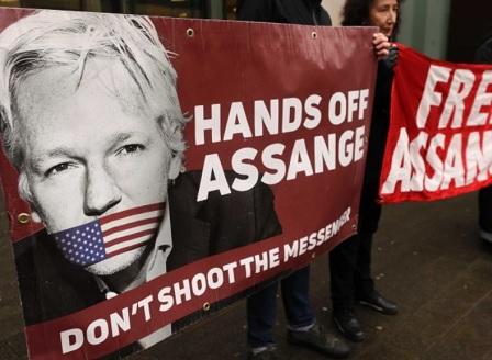 Асанж моли Франция за политическо убежище
