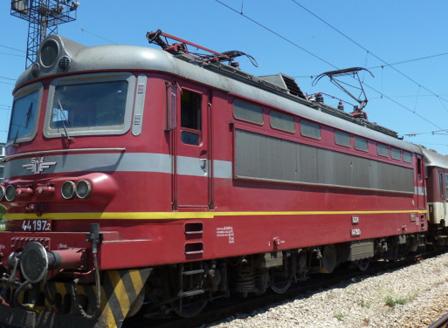 16-годишно момиче се хвръли под влака на гарата в Септември