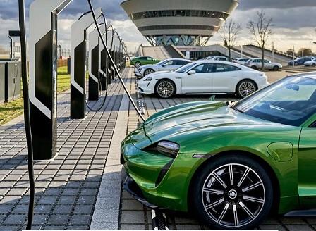 Porsche откри турбо център за зареждане на електромобили