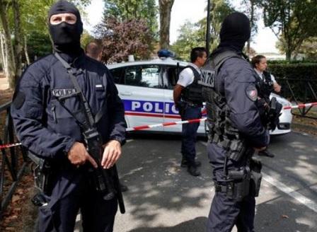 Нападател с нож уби двама души в Югоизточна Франция