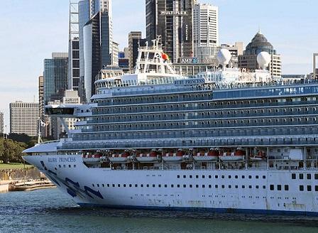 Круизен кораб с огнище на COVID-19 застана на пристан в Сидни