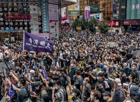 120 арестувани при масови антиправителствени протести в Хонконг