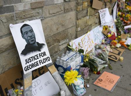 Повдигнаха обвинение на всички полицаи, участвали в ареста на Джорддж Флойд
