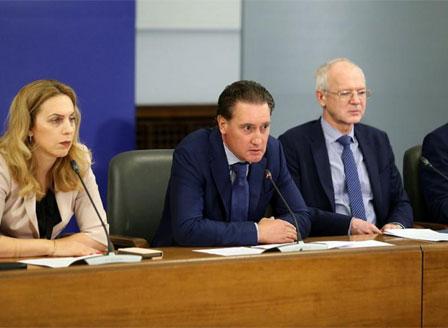 На среща в Министерския съвет представители на бизнеса, правителството и синдикатите сключиха важни споразумения.