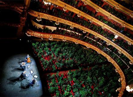 Операта в Барселона поднови работа с концерт за растения