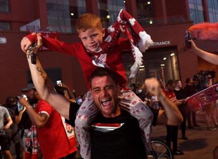 Ливърпул спечели титлата в Англия след прекъсване от 30 години